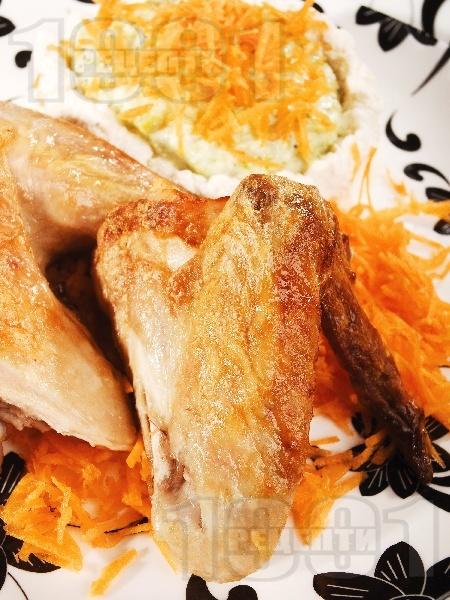 Печени пилешки крилца със синьо сирене на фурна с подлучено кисело мляко - снимка на рецептата